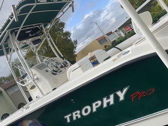 Trophy Pro 2103CC for Sale in Hialeah,  FL