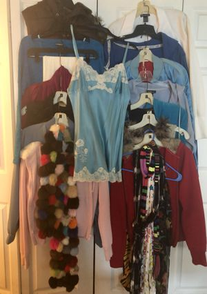 WOMEN'S CLOTHING LOT 8 ITEMS for Sale in Schaumburg, IL