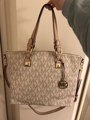 Michael Kors Vanilla Signature Lrge Work Tote Crossbody Satchel Purse for Sale in Germantown, MD