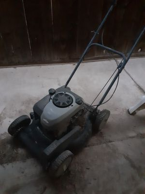 Briggs and Stratton lawnmower self propelled for Sale in Holtville, CA