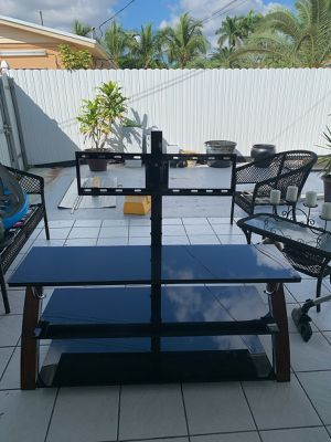"3 in 1 Flat panel TV stand for TVs up to 65"" for Sale in Miami, FL"