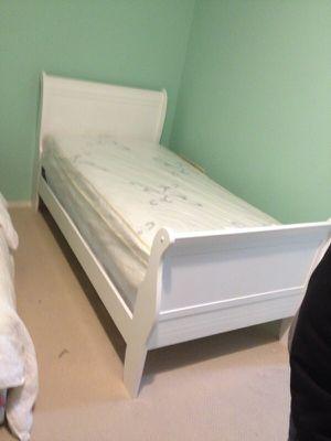 Wood twin bed for Sale in Manassas, VA