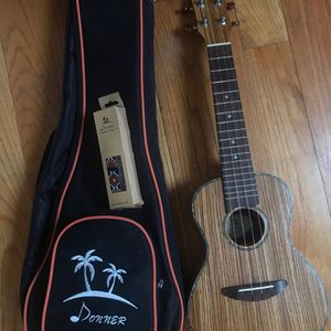 Donner Solid Top Mahogany Ukulele with Ukulele Set Strap Nylon for Sale in Queens, NY