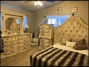 "🤩Designer Bedroom set ""FERMONT FURNITURE "" for Sale in El Cajon, CA"