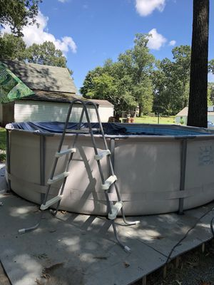 Pool 14 foot wide x 4 foot tall for Sale in Manassas, VA