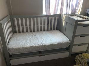 GRACO REMI 4 in 1 Convertible Crib for Sale in Rosamond, CA