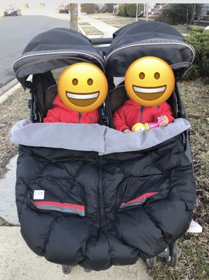 Free Double twin Gracco Stroller (Valley Stream) for Sale in Valley Stream, NY