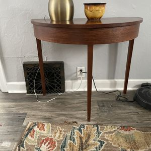 Half Moon Walnut Amish built table for Sale in Appleton, WI