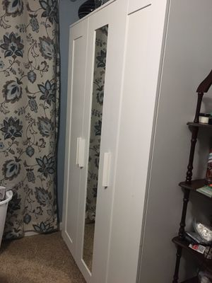 White cabinet with full size mirror for Sale in Bolingbrook, IL