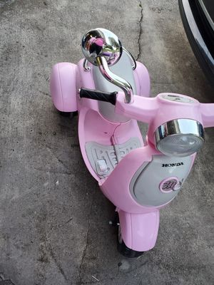 Electric Pink Scooter for Sale in Wahneta, FL
