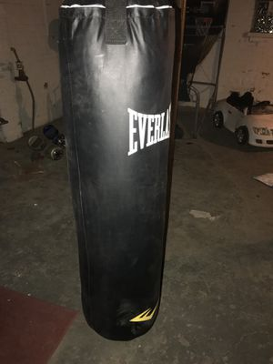Punching bag 100lb for Sale in Detroit, MI