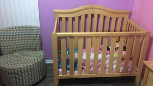 Baby Crib + Mattress, + Baby changing table for Sale in Melrose Park, IL