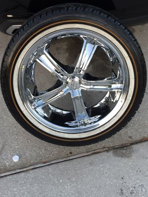 18 inch chrome rims 5x114 Have all four rims only one tire for Sale in Orlando, FL