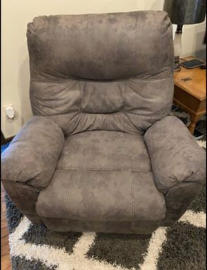 Ashely Big Boy Recliner for Sale in Altoona, PA