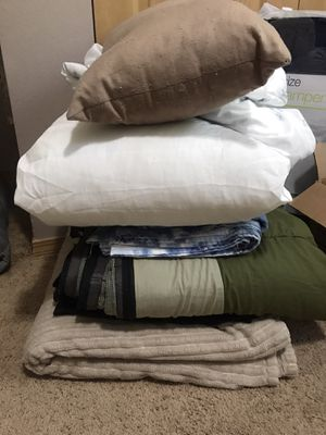 Blankets, sheets (full), sleeping bag, body pillow and throw pillow for Sale in Puyallup, WA