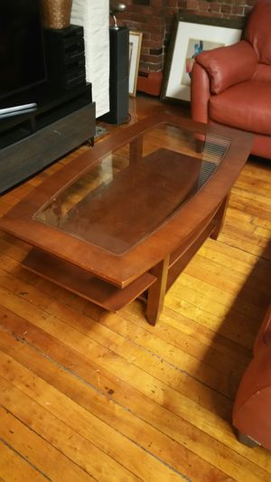 coffee table and matching end table $85. for Sale in Boston, MA