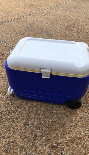 Igloo Cool Roller Cooler Great Condition for Sale in Chesapeake, VA
