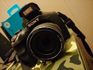 Sony DSCH300/B 20MP Digital Camera with 35X Optical Zoom - Black for Sale in San Diego, CA