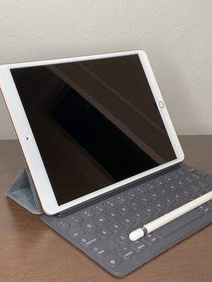 iPad Air 3 (gold, 64gb) with apple keyboard case and pencil for Sale in Houston, TX