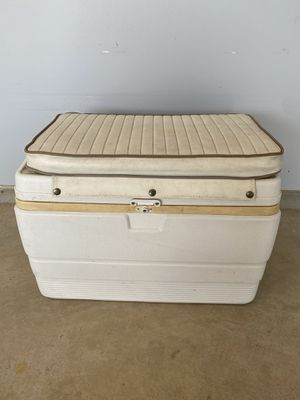 Igloo Cooler with Cushion for Sale in Austin, TX