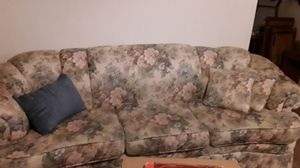 Sofa Floral for Sale in Klamath Falls, OR