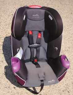 Evenflo convertible car seat purple for Sale in Philadelphia, PA