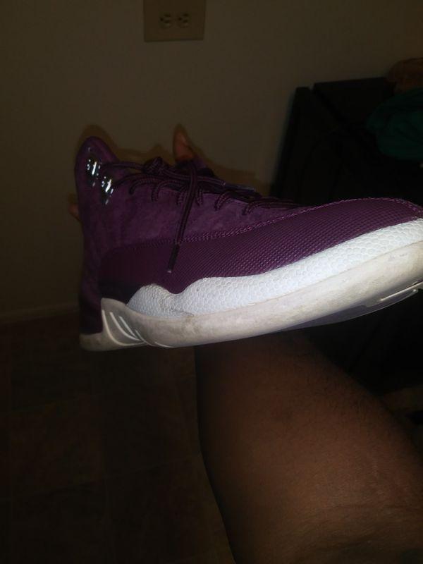 Jordan 12s size 9.5.