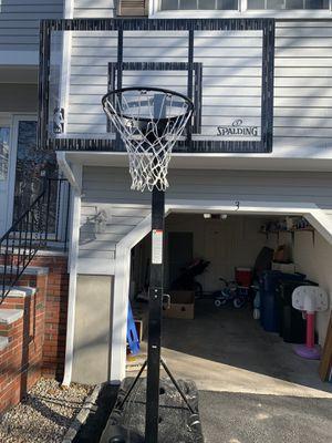 SPALDING BASKETBALL HOOP for Sale in Salem, MA