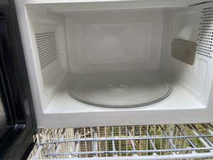 Microwave 600 w for Sale in Cerritos, CA