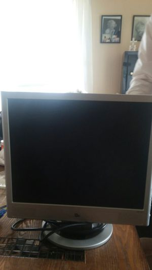 HP monitor wanna trade for nice working TV or sell for $40 for Sale in Princeton, WV