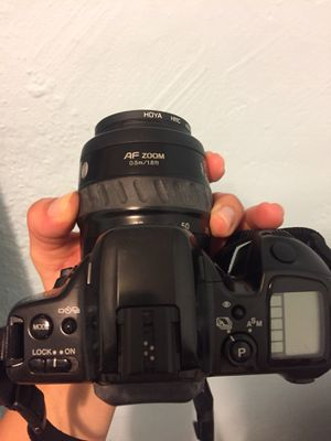 Minolta Maxxum 400 Si with case- Film camera zoom lense for Sale in Miami, FL
