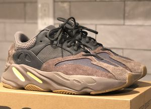 Yeezy 700 Mauve for Sale in Brooklyn, NY