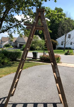 8 foot wooden step ladder for Sale in Mountville, PA