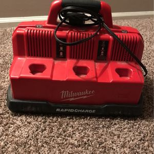 Milwaukee Rapid Charge M12&m18 for Sale in Indianapolis, IN