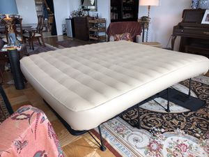 Frontgate EZ BED with Constant Comfort Pump King Size With built-in 120V AC Dual Pump for Sale in Chevy Chase, MD