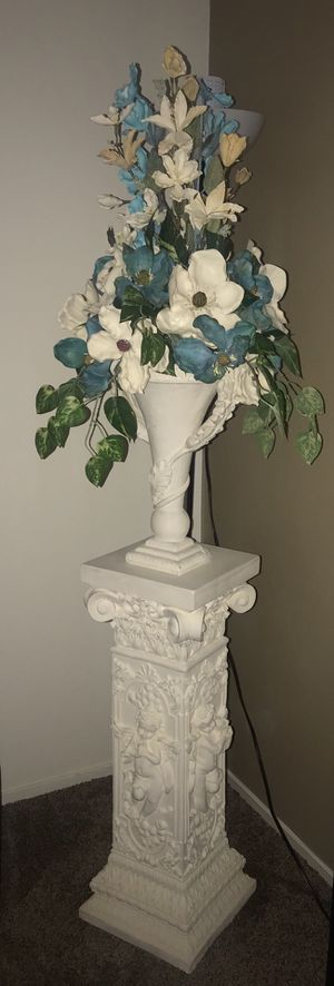 Flower vase with pillar stand for Sale in Fresno, CA