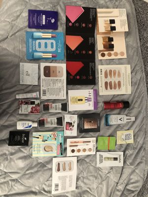 24 Beauty Samples w/ New Makeup Bag for Sale in Addison, IL