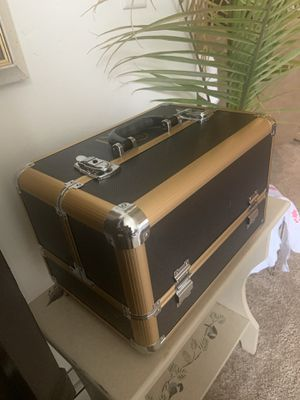 Carrying case for Sale in Appleton, WI