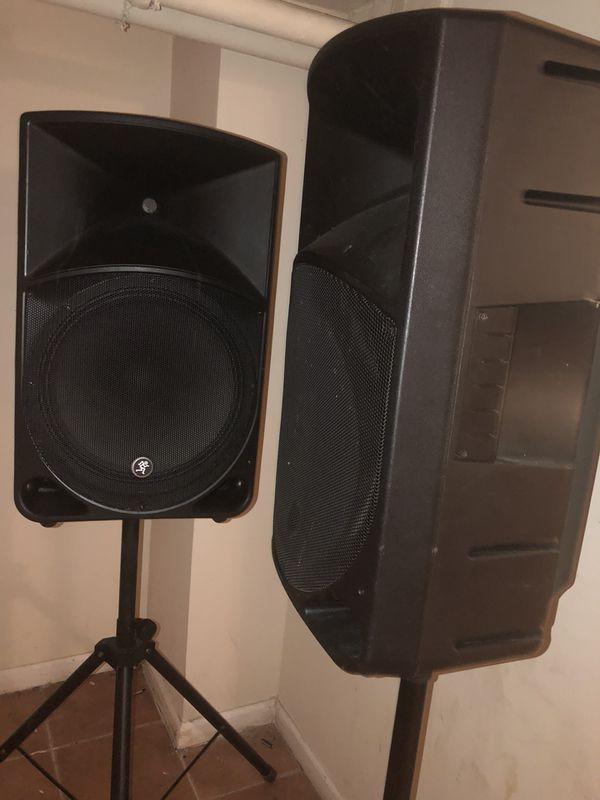Mackie thump speakers