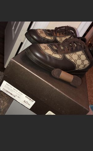 Size 8 women Gucci sneakers $190 for Sale in Tampa, FL