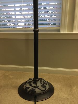Floor lamp excellent condition. for Sale in Morrisville, NC