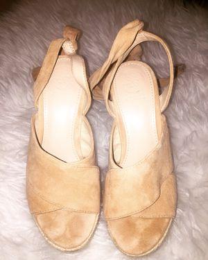 "Guess Wedge cream sandal 4""5 heels size 5.5 for Sale in Auburn, WA"