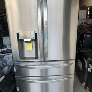 New LG Refrigerator With Showcase for Sale in Orange, CA