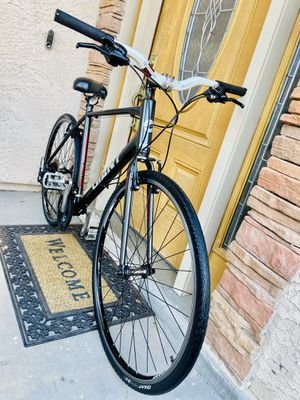 Giant Escape 700/32 21 speed bike for Sale in Peoria, AZ