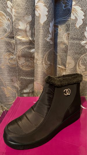 Snow boots for women for Sale in Bell Gardens, CA