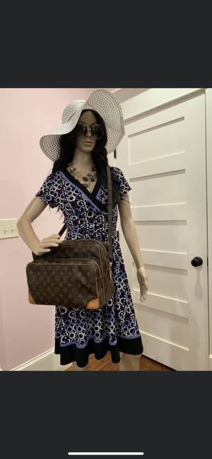 Authentic Louis Vuitton crossbody bag for Sale in Canyon Lake, CA