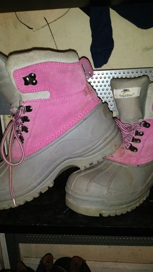 Trekker brand girls' size 5 winter boots for Sale in Spartanburg, SC