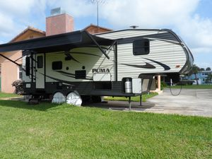 25 ft 2016 Puma 5th Wheel RV For Sale *INCLUDES EVERYTHING* for Sale in OCEAN BRZ PK, FL