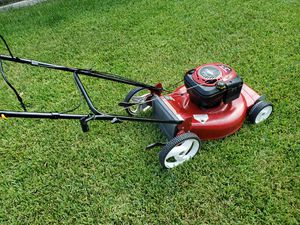 Craftsman 6.75 horsepower 22 in self propelled mower, no bag for Sale in Houston, TX
