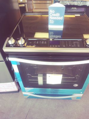 Whirlpool Slide In Electric Range for Sale in Fairview Park, OH